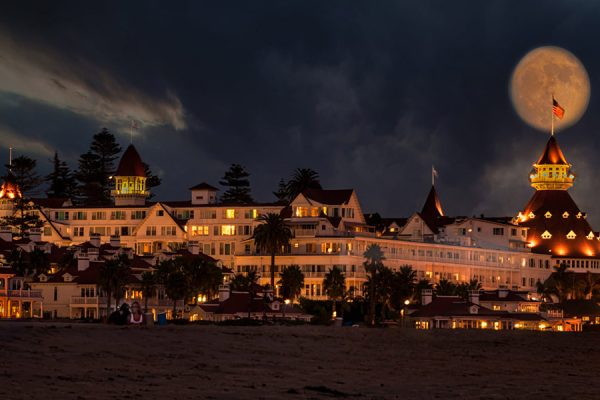 Hotel-Del-with-Full-Moon